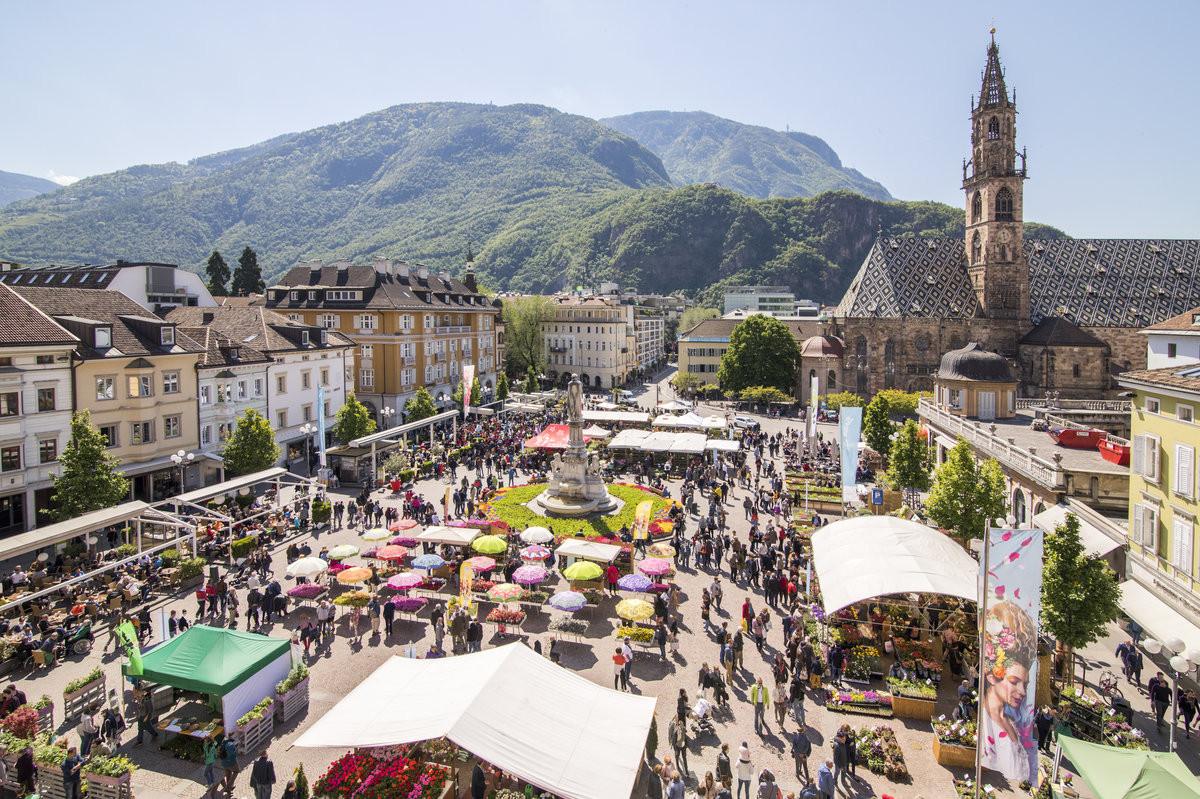 Traditioneller bozner blumenmarkt bozen alle termine for Azienda di soggiorno bolzano