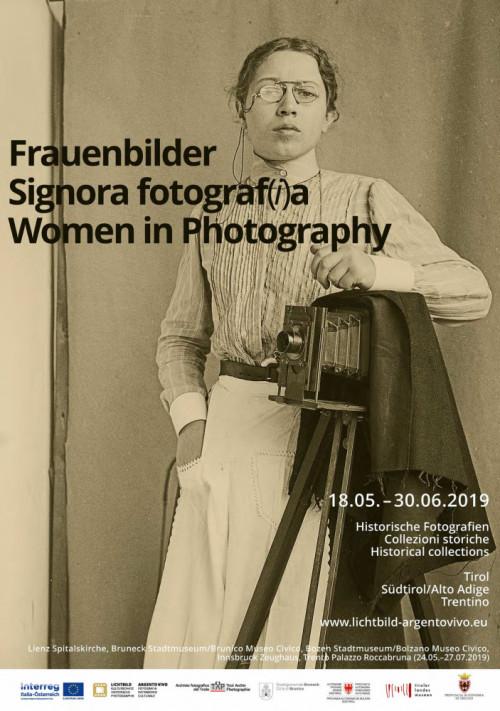 """poster della mostra """"Signora fotograf(i)a"""""""