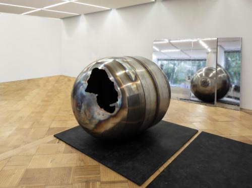 Sonia Leimer, Space Junk, 2019, Halfway Vienna. Foto Wolfgang Thaler